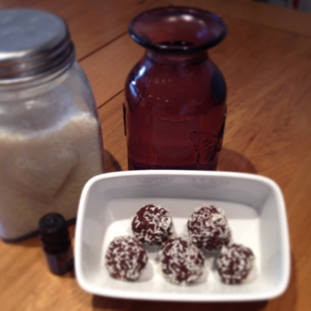 recipe for bliss balls: gluten and sugar free